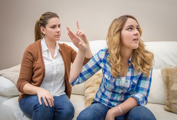 Фото №1 - Вопрос дня: Родители все время меня с кем-то сравнивают. Как объяснить, что это неприятно?