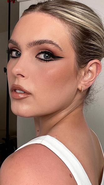 Фото №8 - 5 необычных вариантов макияжа со стрелками, которые покорят вас и окружающих
