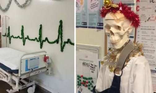 Фото №1 - Как за рубежом врачи украшают больницы к Новому году