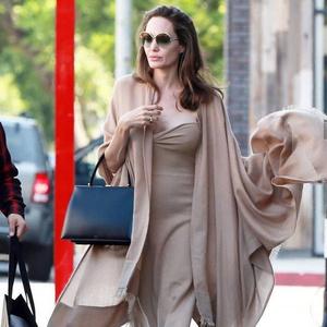 Фото №10 - 5 образов Анджелины Джоли, которые всегда будут в моде