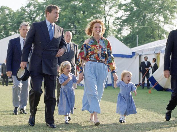 Фото №3 - «Скажи отцу, чтобы сдался ФБР»: как Евгения пострадала от скандала с принцем Эндрю
