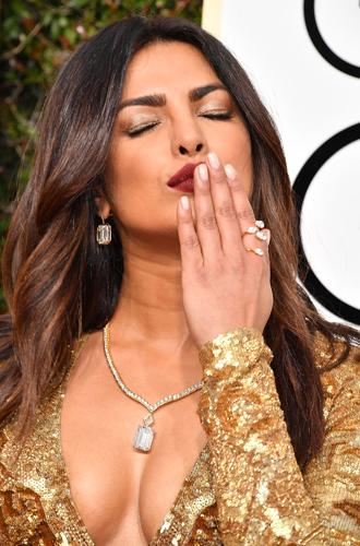 Фото №24 - Бриллианты «Золотого глобуса»: самые потрясающие украшения звезд