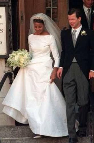 Фото №3 - Почему свадебное платье Меган Маркл было таким скромным (на самом деле)