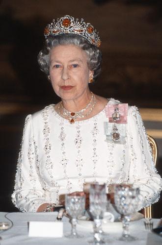 Фото №5 - Самые красивые королевские тиары современности