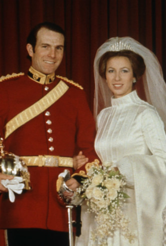 Фото №5 - Связь поколений: кто еще выходил замуж в тиаре принцессы Беатрис