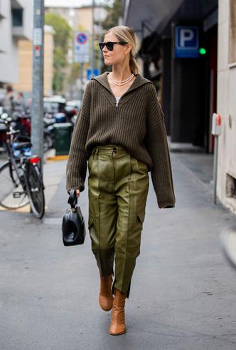 Фото №11 - Как носить кожаные брюки: самые стильные и простые сочетания