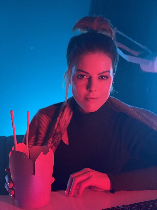 Фото №3 - Победительница конкурса «Нового Радио» WineSmoke выпустила клип «Роботы»