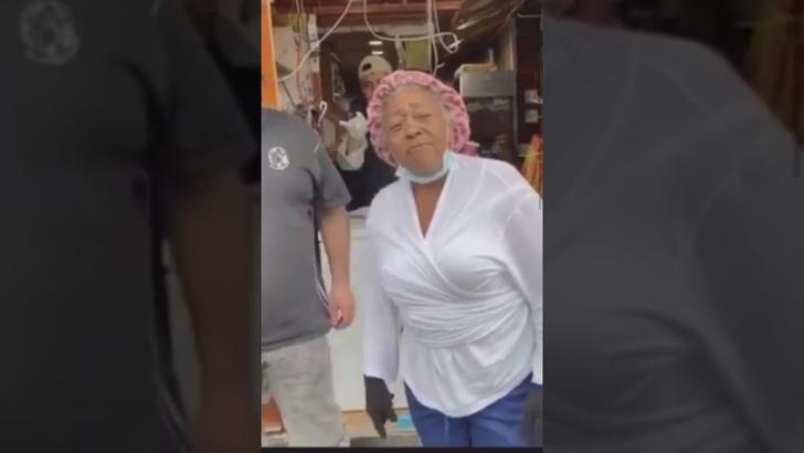Фото №1 - Обращение темнокожей хозяйки разгромленного магазина в США к протестующим (видео)