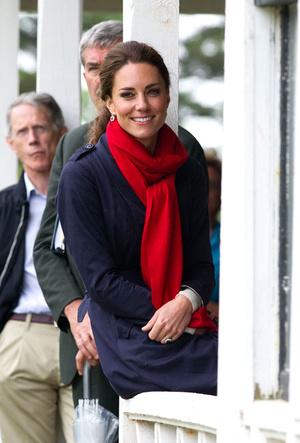 Фото №2 - Теплый прием: как герцогиня Кейт носит шарфы