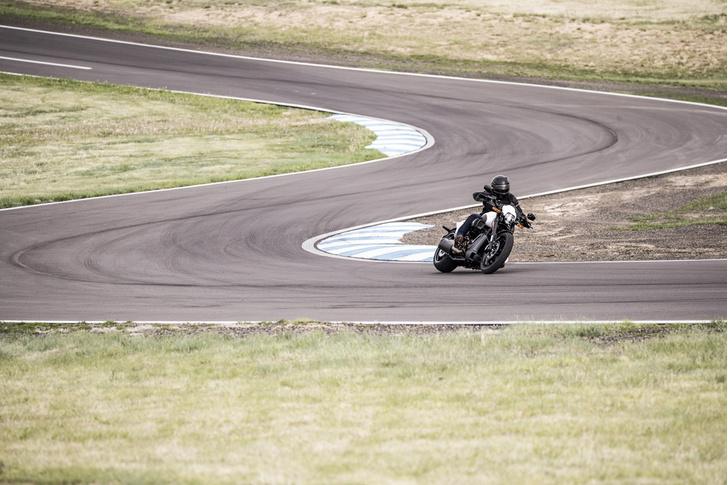 Фото №4 - 5 мифов о харлее: тест-райд Harley-Davidson FXDR