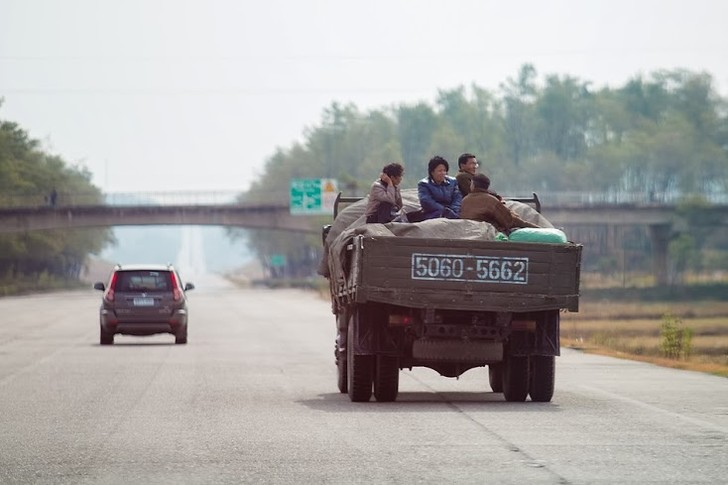 Фото №2 - Как живут люди в Северной Корее