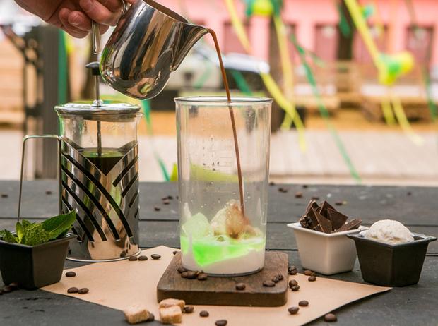 Фото №3 - Мятный, десертный, газированный: три рецепта холодного кофе для жаркого лета
