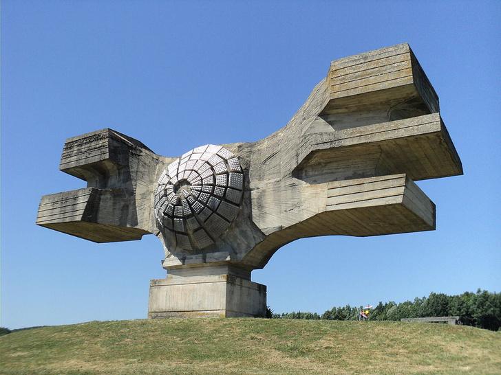 Фото №1 - Памятники несбывшемуся будущему: 6 удивительных югославских монументов