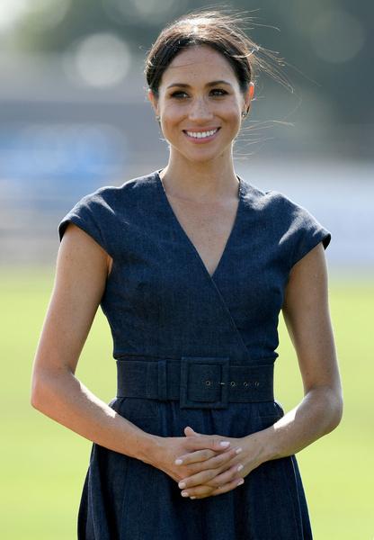 Фото №1 - Гарри испытал чувство «жгучего стыда», когда Меган объявила о своей беременности на свадьбе принцессы Евгении и стала центром внимания