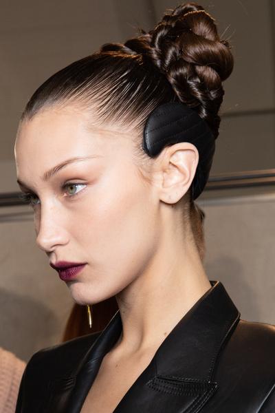 Фото №1 - В тренде: 5 модных способов сделать пучок на волосах