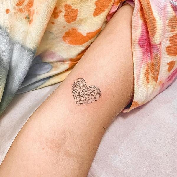 Фото №2 - 10 лучших идей для татуировок с сердечками 💖
