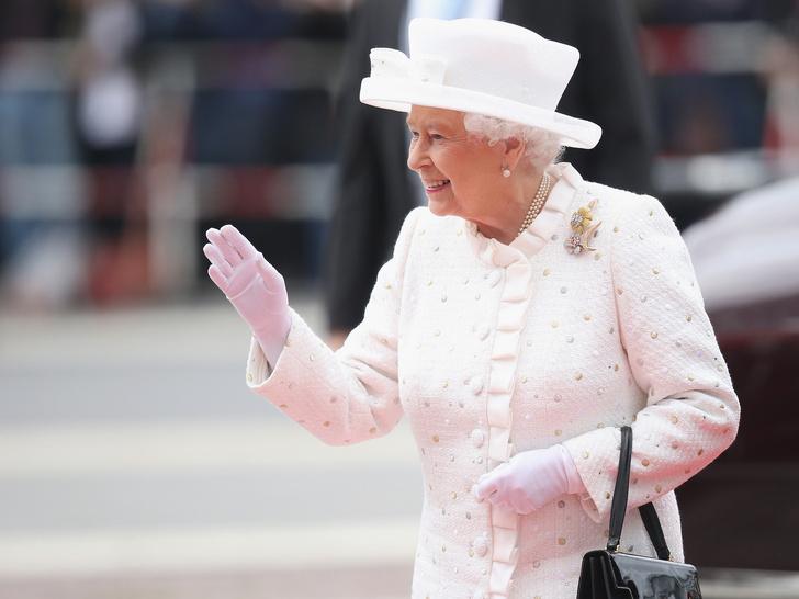 Фото №4 - Ее Бунтарское Величество: 8 раз, когда Королева нарушала протокол и меняла традиции