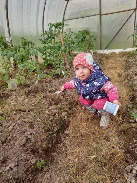 Фото №10 - Дачные радости для малыша: голосуем за самое яркое детское фото