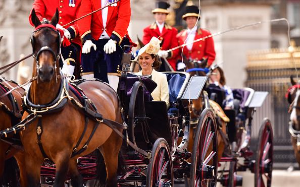Фото №2 - Кейт Миддлтон с трудом справляет день рождения королевы— и все из-за страшной аллергии