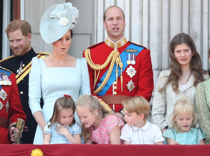 Фото №11 - Trooping the Colour 2018: Меган Маркл, Кейт Миддлтон и другие члены королевской семье на ежегодном параде