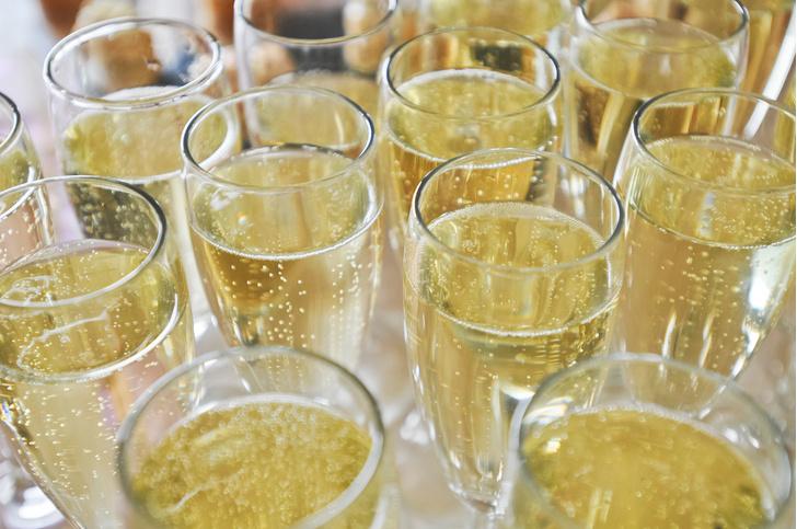 Фото №1 - Как форма бокалов влияет на удовольствие от шампанского
