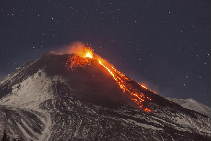 Фото №1 - В Италии началось извержение вулкана Этна