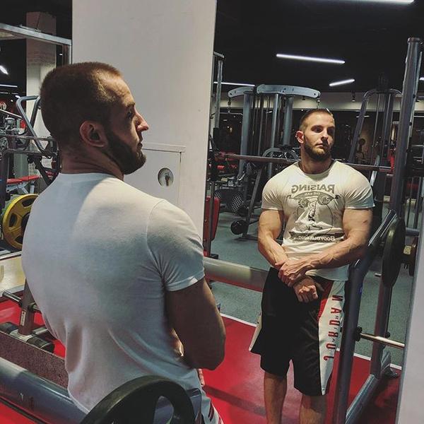 Фото №2 - В Сети обсуждают брутального брата Нюши Ивана Шурочкина