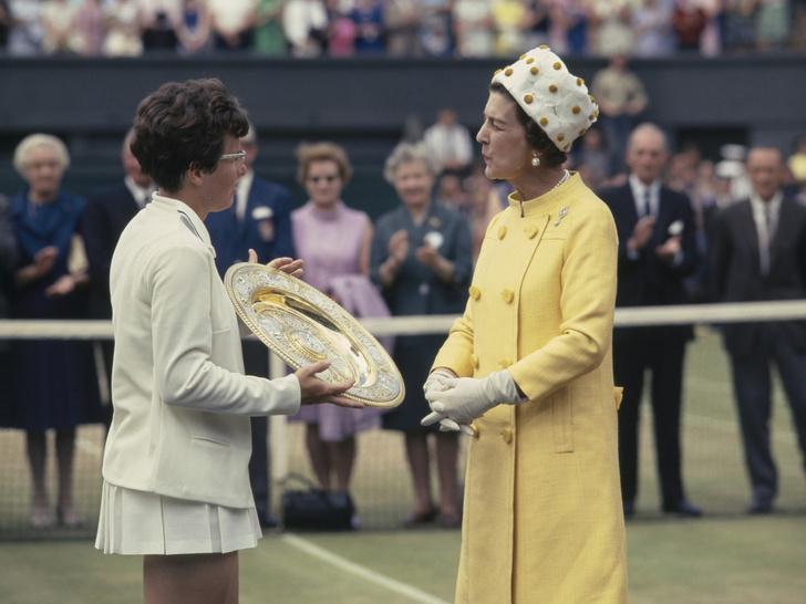 Фото №4 - От Елизаветы до Кейт: культовые наряды королевских особ на Уимблдоне