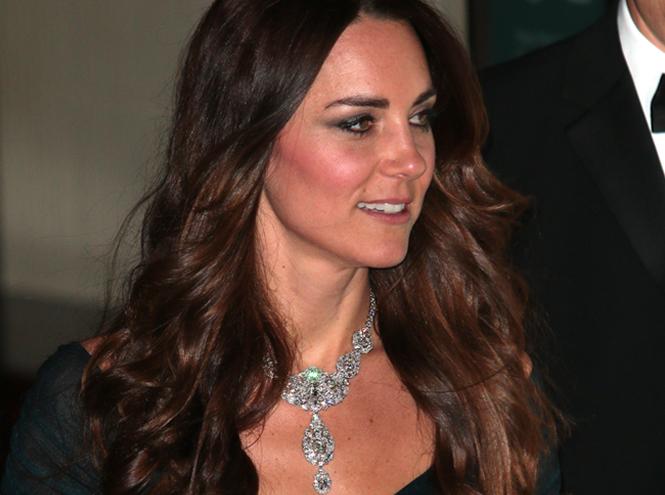Фото №3 - Почему герцогиня Кейт носит королевские украшения чаще, чем Меган