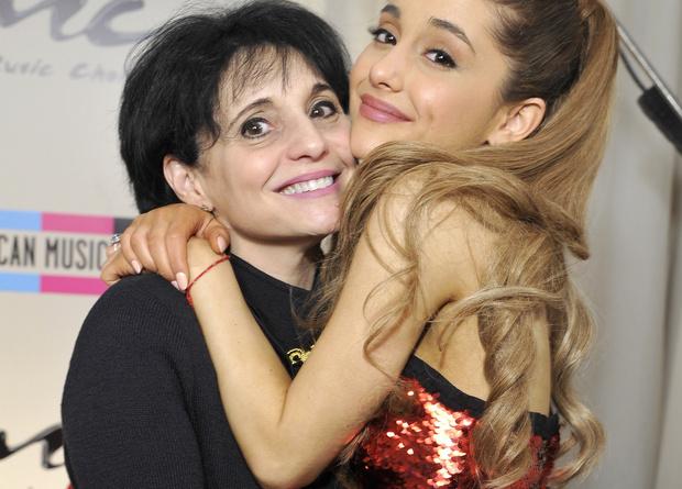 Фото №1 - Ты должна знать, что мама Арианы Гранде сделала после взрыва на концерте