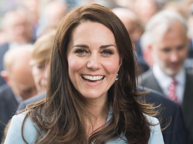 Фото №4 - Королевский маникюр: любимые варианты Кейт, Меган, Дианы и не только