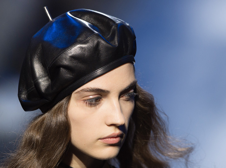 Фото №1 - Берем берет: как носить самый модный головной убор этого сезона