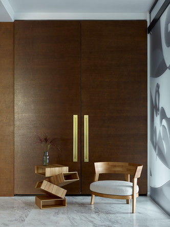 Кресло, Flexform. Столик, Porro.