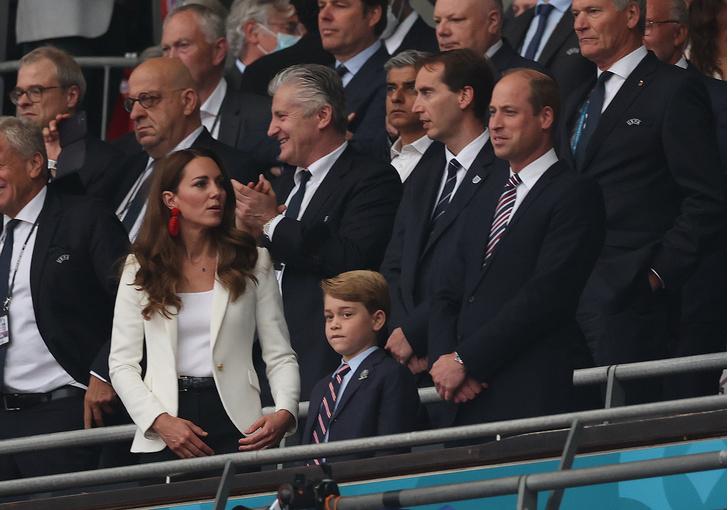 Принц Уильям и Кейт Миддлтон со старшим сыном