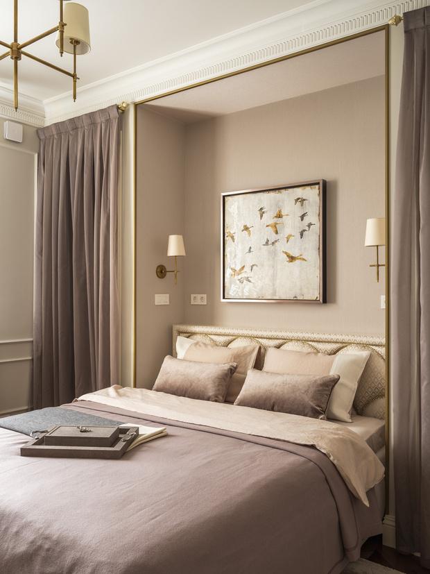 Кровать, Dream Land. Светильники, Visual Comfort Gallery. Лепнина, мастерская Ellada Style. Шторы, мастерская «Времена года».