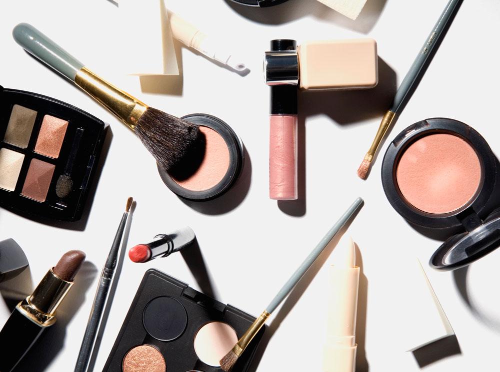 Фото №1 - Красота требует жертв: как правильно экономить на косметике