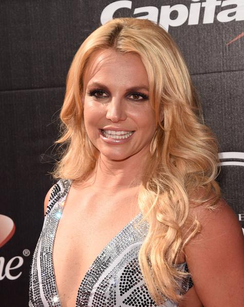 Фото №6 - Звезды с неудачной пластикой губ: «улыбка Джокера»