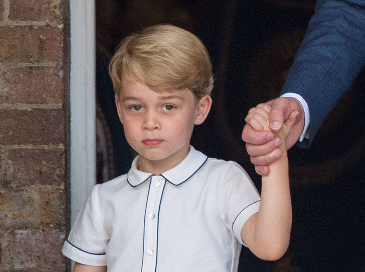 Фото №1 - Почему принц Джордж опять идет в первый класс