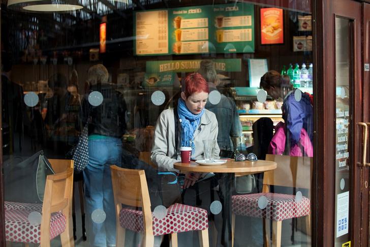 Фото №1 - Одинокие женщины больше не мечтают познакомиться