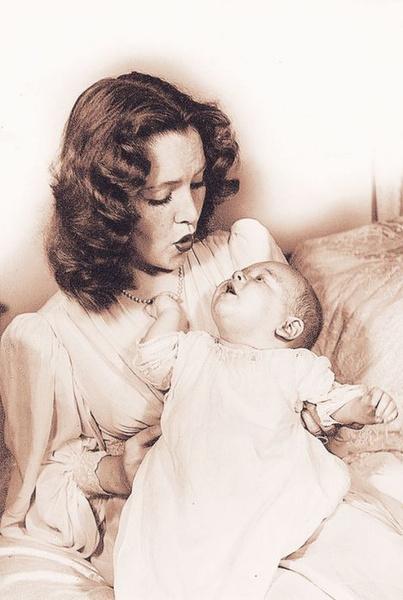 Фото №1 - История семьи Бакеланд: богатство, безумие и порочная связь матери и сына