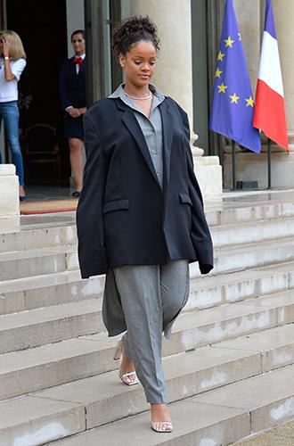 Фото №9 - Это слишком: как Рианна «помешалась» на одежде oversize