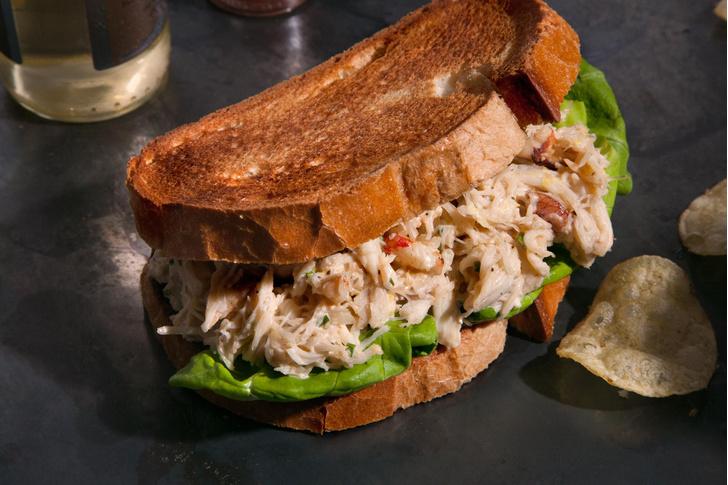 Фото №3 - Все гениальное просто: 7 рецептов сэндвичей на любой вкус