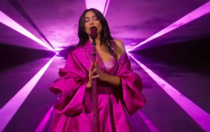 Фото №2 - А-ля «Барби»: Дуа Липа сразила поклонников, облачившись во все розовое