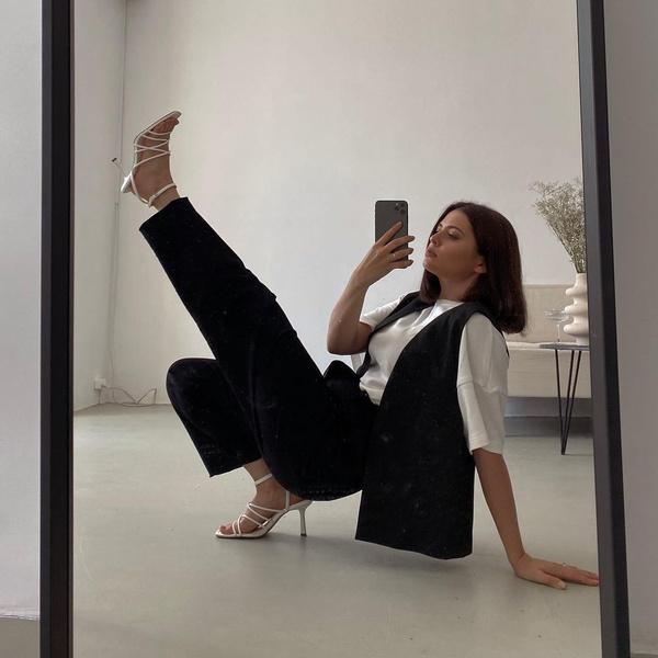 Фото №1 - Готовимся к школе: собираем модный образ по примеру Карины Каспарянц