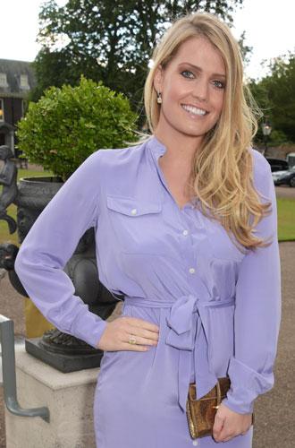 Фото №20 - Все оттенки сирени: как королевские особы носят фиолетовый цвет