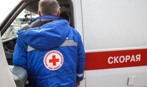 Фото №1 - В Петербурге за прибытие на вызов без бахил врача ударили битой