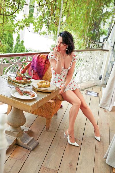 Фото №1 - Тина Канделаки: «Хочу выглядеть как девочка, поэтому никаких хачапури!»