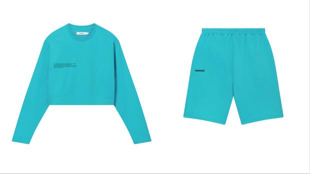 Фото №2 - Самые желанные свитшоты, футболки и шорты в оттенке Тихого, Атлантического и Индийского океанов