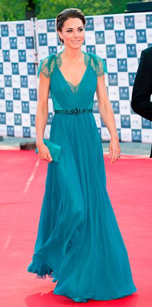 Фото №28 - 15 примеров, когда королевские особы надевали одно и то же вечернее платье несколько раз