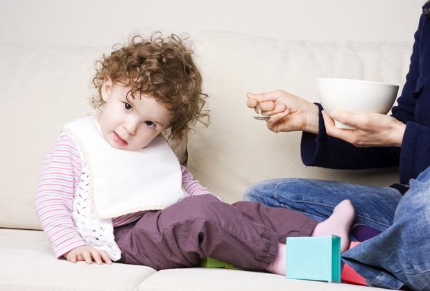 Фото №1 - 5 признаков, что вы кормите ребенка неправильно